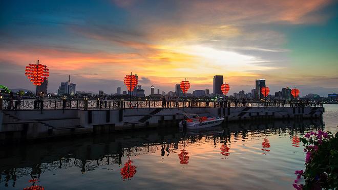 cây cầu tình yêu lãng mạng bên sông Hàn