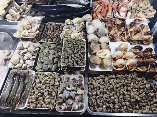 Món ngon không thể bỏ qua khi tới vũng tàu – ốc, hải sản.