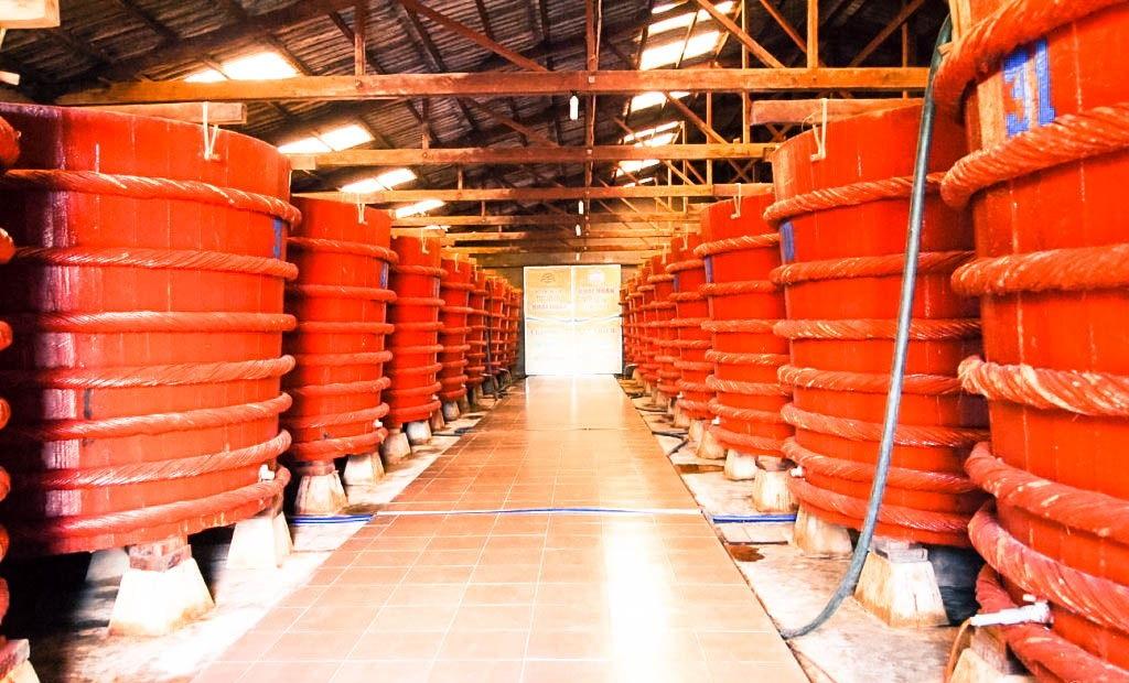 Nhà thùng sản xuất nước mắm Phú Quốc - iVIVU.com